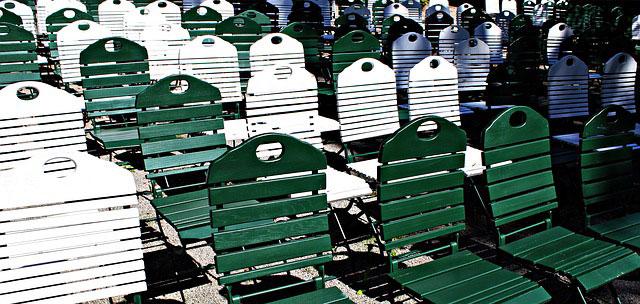 Zalety krzeseł składanych w restauracji